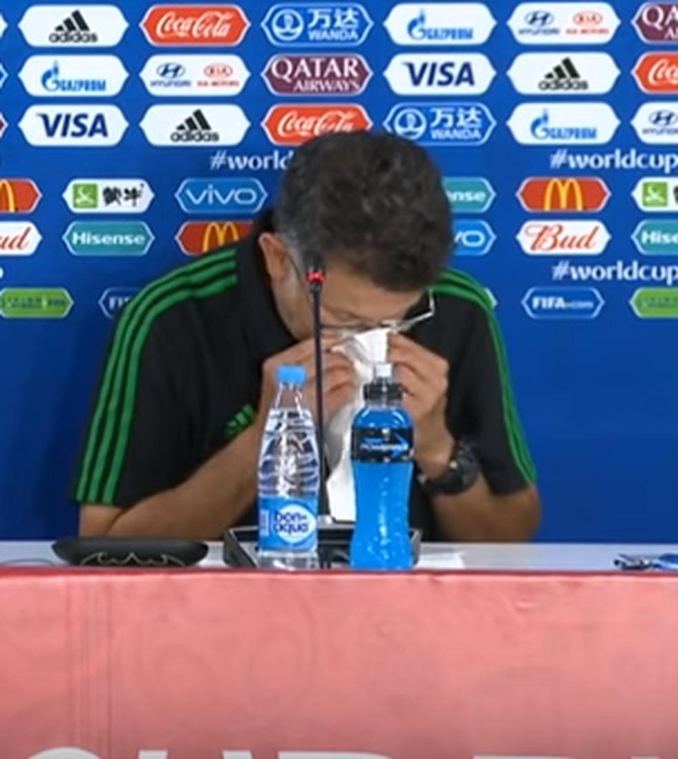 Técnico Osorio está sempre acompanhado por um lenço nos últimos dias (Foto: Reprodução)