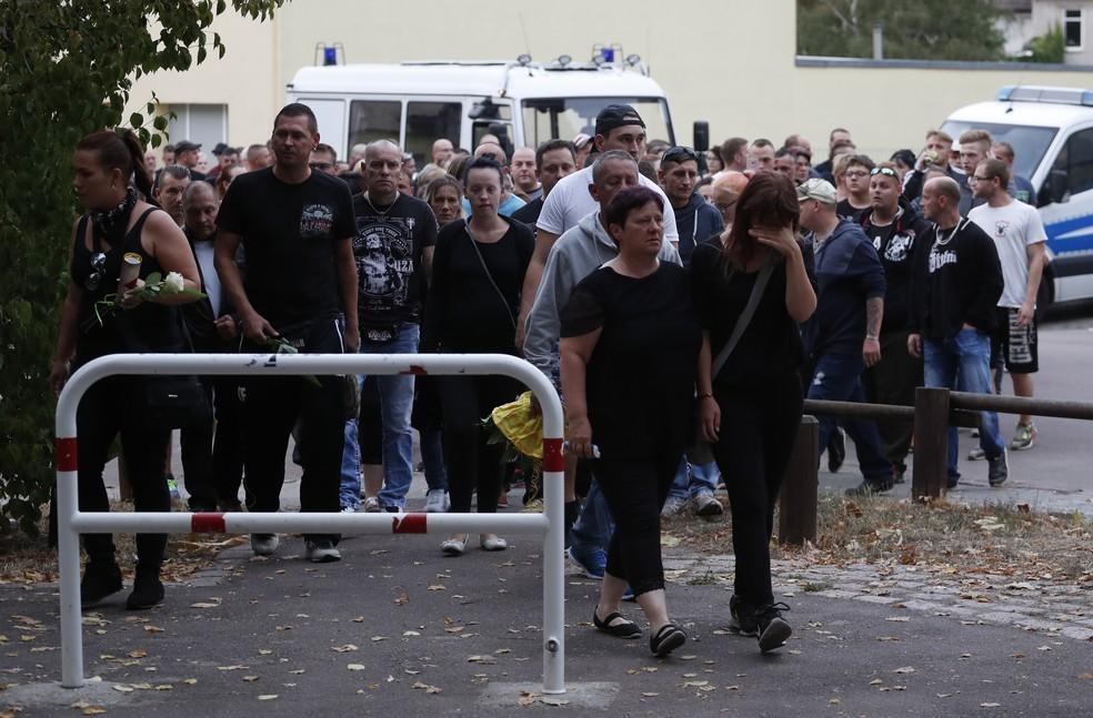 -  Pessoas protestam após morte de alemão em briga na cidade de Köthen  Foto: Odd ANDERSEN / AFP