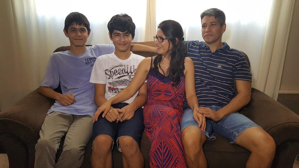 Já pensando na saudade, a família se programa para visitar o filho mais velho (Foto: Leonardo da Silva/Arquivo Pessoal)