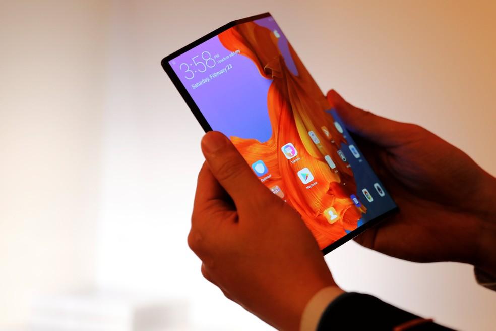 Lançado às vésperas da Mobile World Congress, em Barcelona, Mate X é o celular dobrável mais caro no mercado. — Foto: Sergio Perez/Reuters