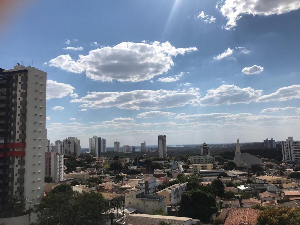 Clima seco predomina em Cuiabá. — Foto: Yago Oliveira/G1MT