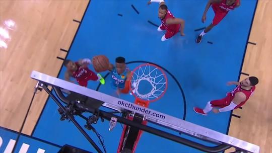 Cestas de torcedores do meio da quadra e tocaços marcam a rodada de playoffs NBA