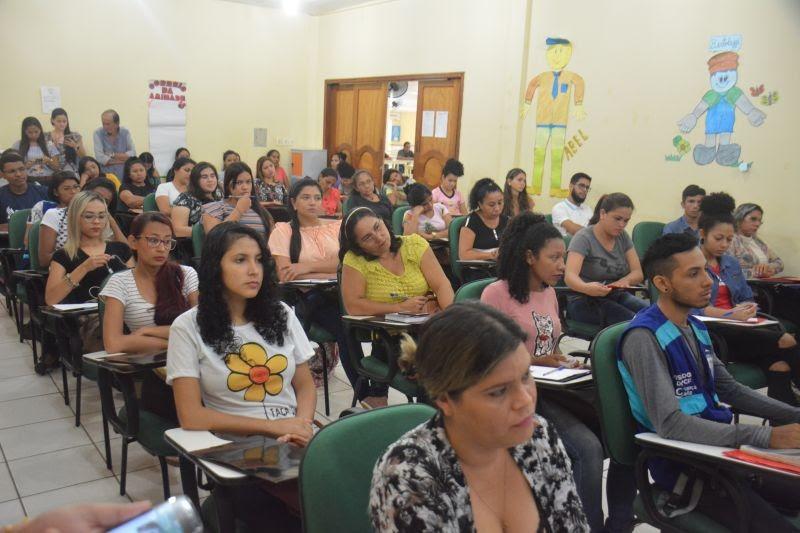 Semtras realiza capacitação para mais de 50 colaboradores do Programa Criança Feliz