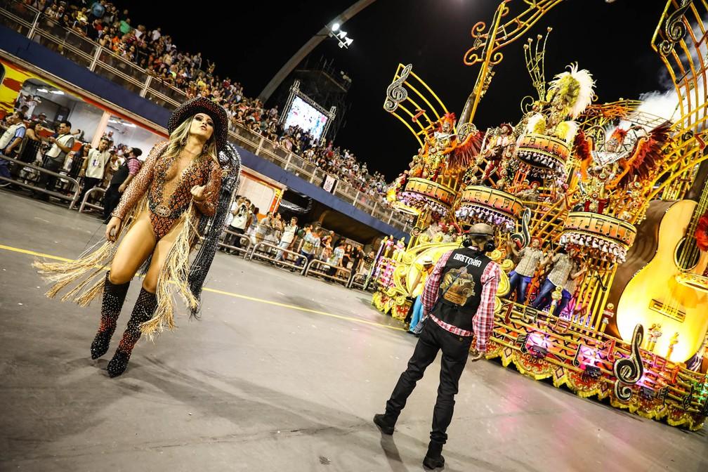 Desfile da Dragões da Real homenageou a música sertaneja (Foto: Fábio Tito/G1)