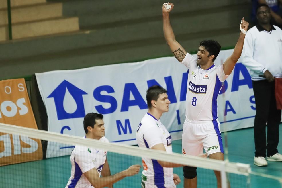 Leandro Vissotto comemora vitória campineira (Foto: Divulgação/ Renata Vôlei)