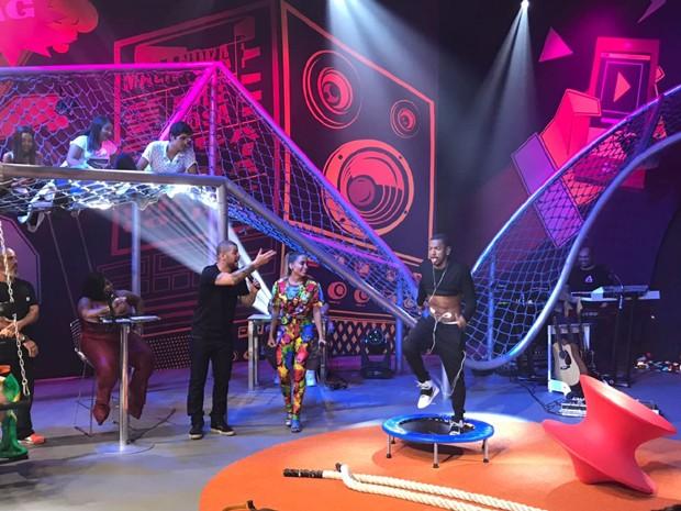 Nego do Borel encarando desafio no Anitta Entrou no Grupo (Foto: Rafael Godinho/Ed.Globo)
