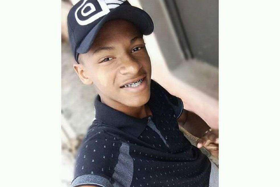 Helton Carlos. Jogador foi morto por engano, segundo a polícia. — Foto: Arquivo Pessoal