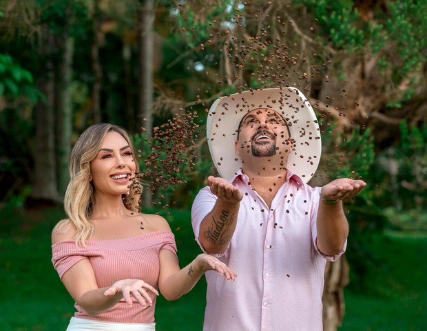 Edson e a mulher, a apresentadora Deia Cypri (Foto: Gregory Rocha)