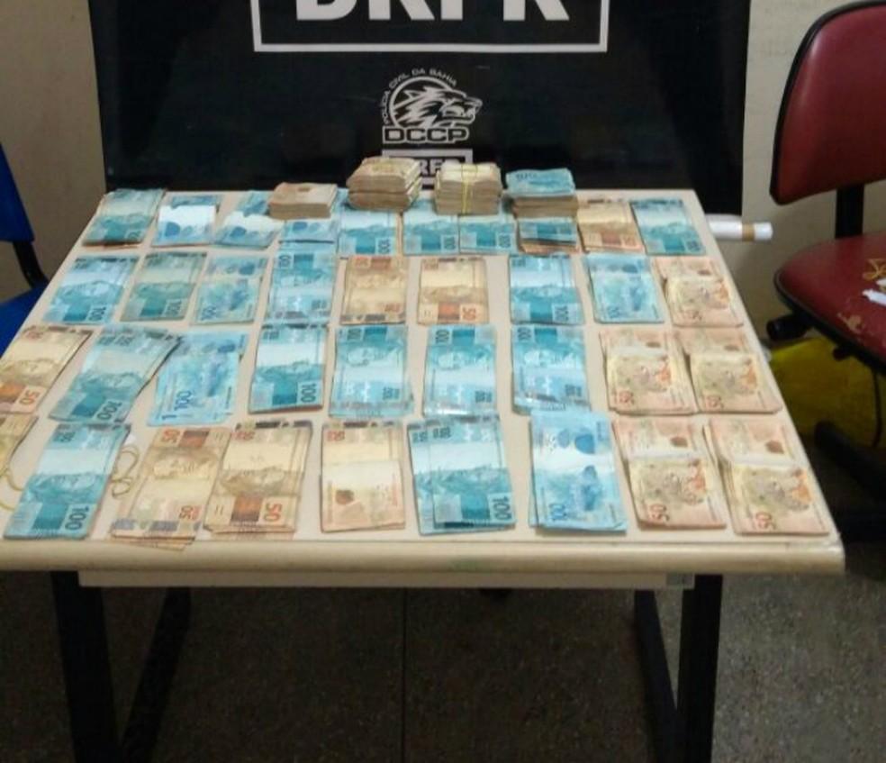 Parte do dinheiro foi recuperado e já foi devolvido às vítimas (Foto: Divulgação/Secretaria de Segurança Pública)