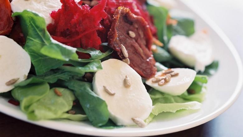 receita-salada-folhas-semente-girassol (Foto: Divulgação)