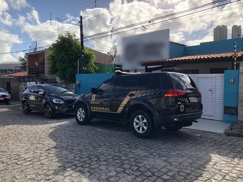 Mandado de busca e apreensão é cumprido em João Pessoa, na segunda fase da operação 'Xeque-Mate' (Foto: Walter Paparazzo/G1)