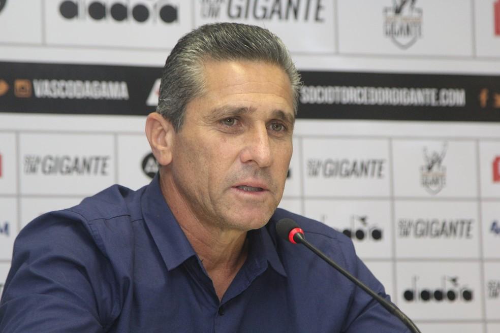 Jorginho durante a entrevista de sua apresentação (Foto: Paulo Fernandes/Vasco)