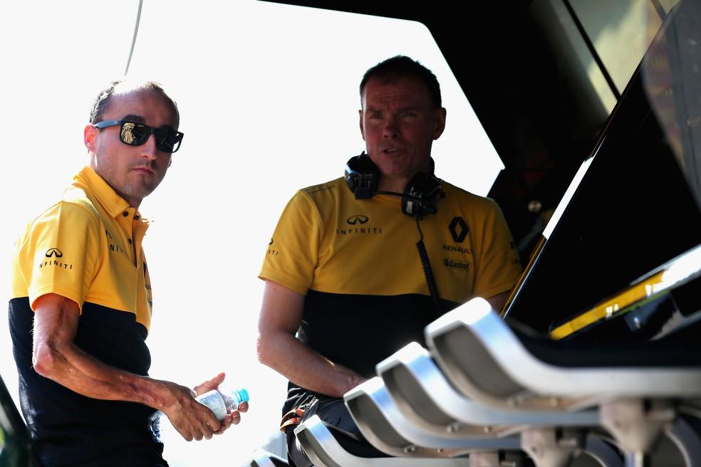 Kubica segue como principal ameaça ao cockpit hoje ocupado pelo inglês (Foto: Getty Images)