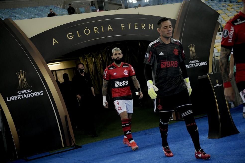 Gabigol e Diego Alves - Flamengo x Vélez Sarsfield - Libertadores 2021 — Foto: Staff Images/Conmebol