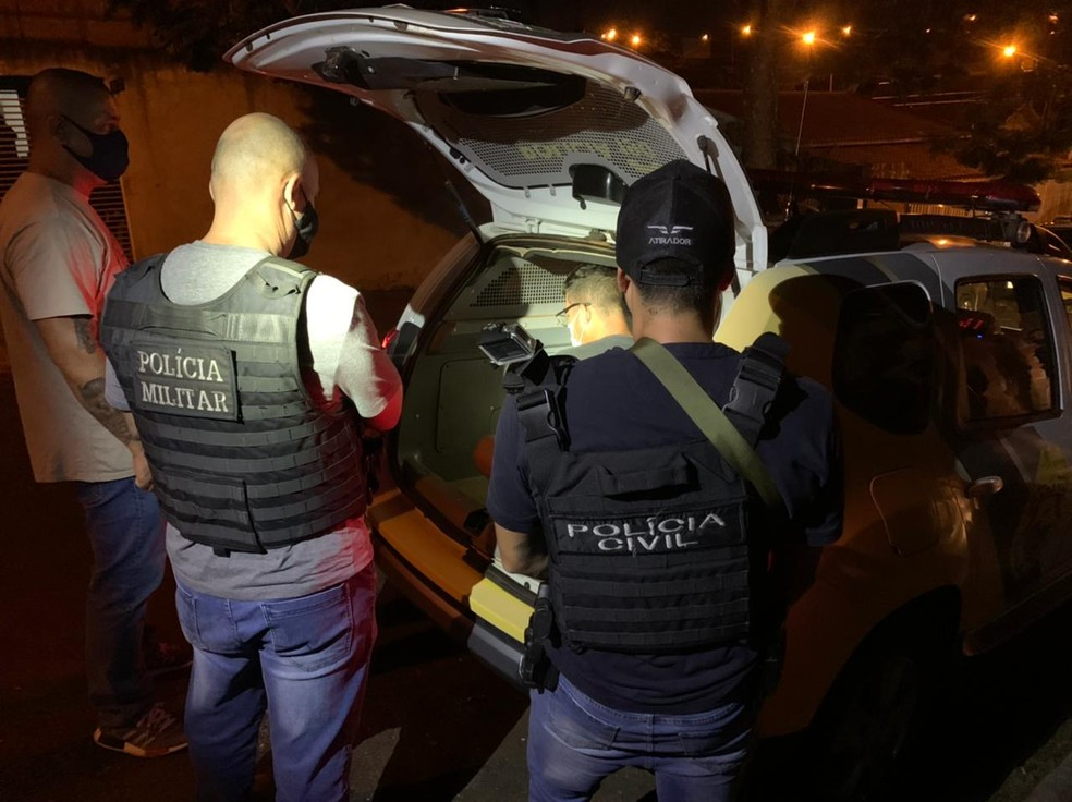 Homem foi preso no fim da noite de quinta-feira (25) suspeito de matar comerciante em SC — Foto: Polícia Civil/Divulgação