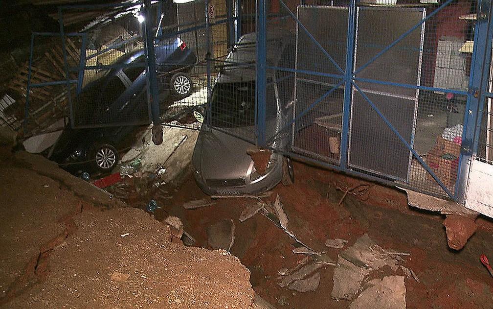Cratera aberta em conjunto habitacional da Zona Norte de São Paulo — Foto: Reprodução/TV Globo