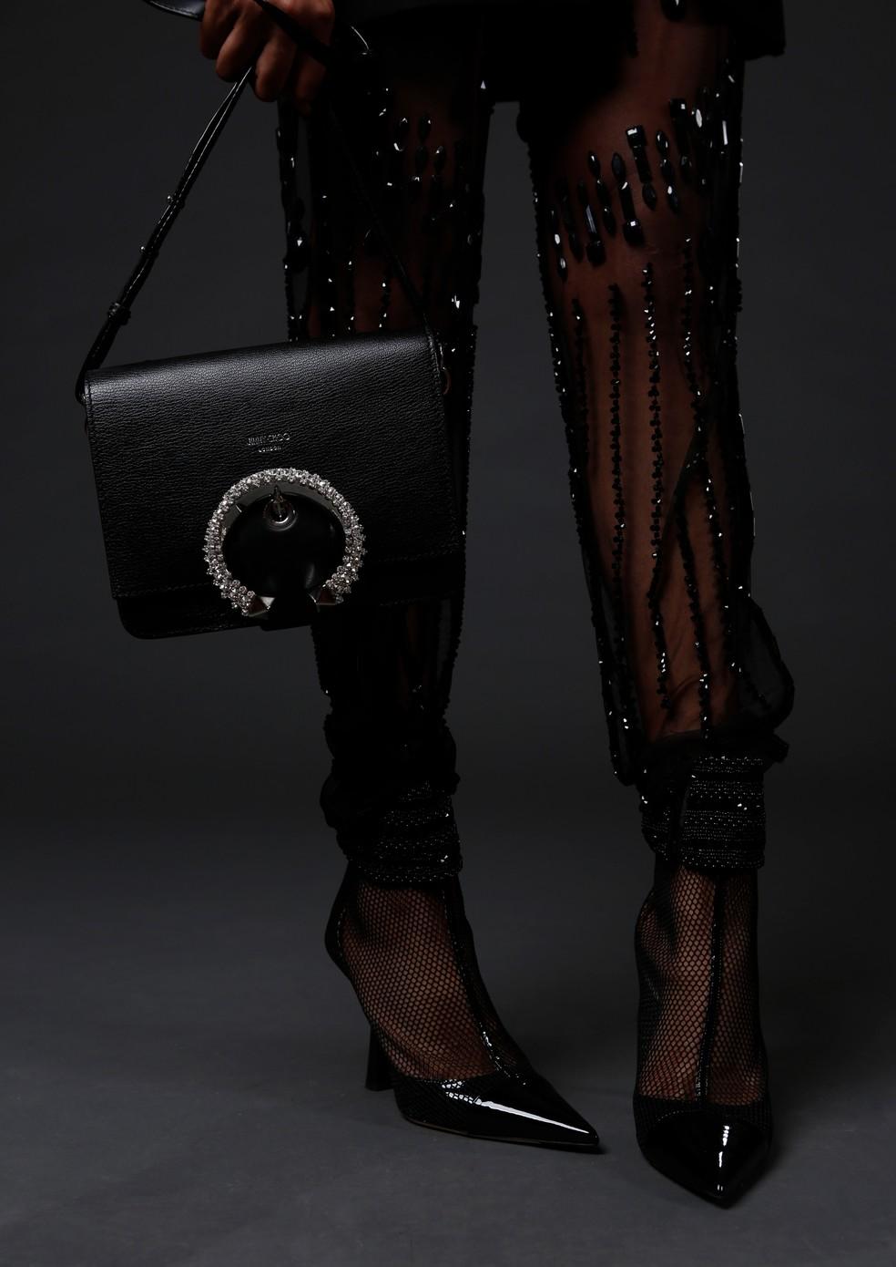 Aproveite para ver detalhes da bolsa e do sapato de Lucy Ramos — Foto: Fabiano Battaglin/Gshow