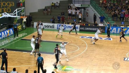 Em casa, Bauru Basket perde para o líder Pinheiros pelo NBB