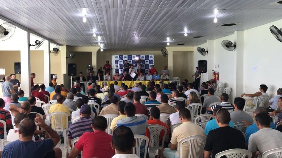 Polícia Militar do RN fez nova assembleia nesta quarta (10) para definir rumos da greve (Foto: Michelle Rincon/Inter TV Cabugi)