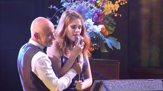Pai e filha cantam 'Rancho Fundo' na Festa A Era do Rádio