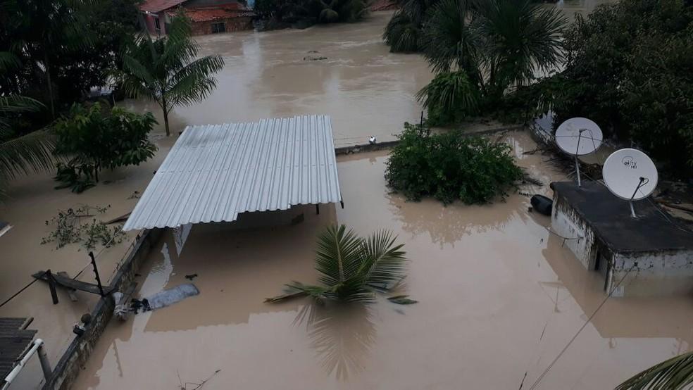 -  Casas ficaram submersas após enxurrada em Paragominas  Foto: Reprodução/TV Liberal