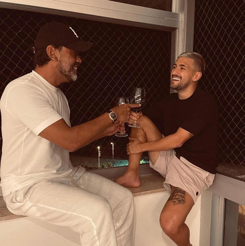 Daniel Fonseca e Arrascaeta no Rio de Janeiro em clique há um mês — Foto: Reprodução