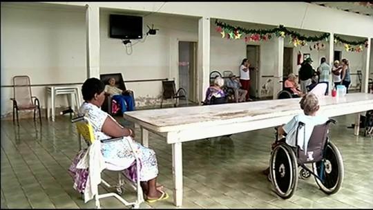 Abrigo de idosos em Caçu faz campanha para adoção de pedidos de presentes de Natal