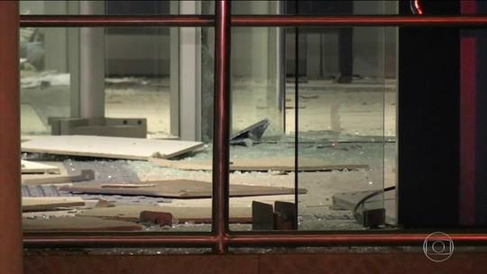 Dez ladrões explodem dois bancos em Piraí do Sul, no Paraná