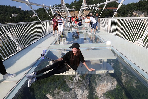 Maior ponte de vidro do mundo é reaberta na China (Foto: Getty Images)