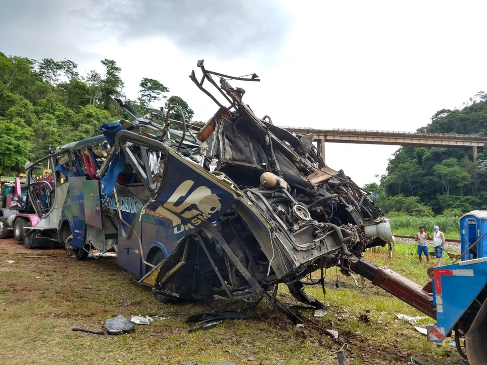 Polícia Civil identificou 13 vítimas do acidente em João Monlevade; 18  pessoas morreram | Minas Gerais | G1