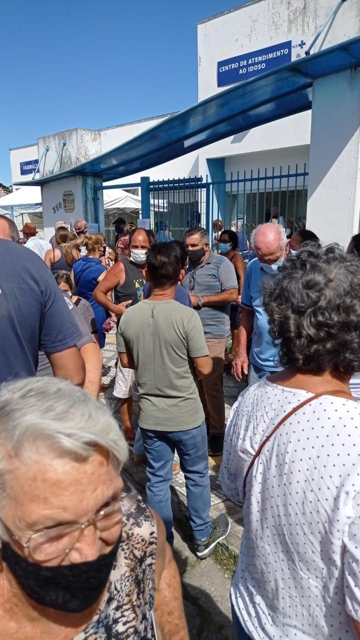 Lorena registra aglomeração de idosos em fila para vacina contra Covid-19