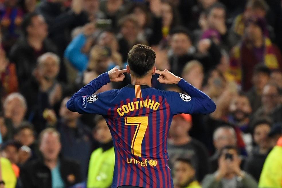 Philippe Coutinho está em rota de colisão com parte da torcida do Barça — Foto: Lluis Gene/AFP