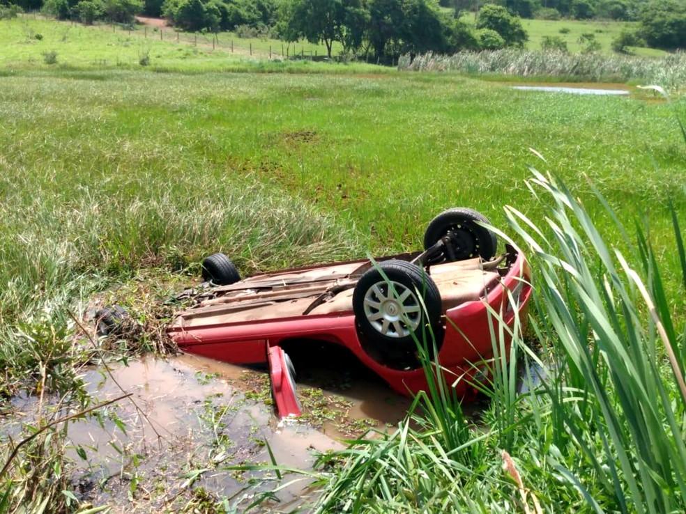 Local do acidente é usado por moradores há mais de dois anos após queda de ponte que dá acesso à SP-300 — Foto: Diego George/TV Web/Divulgação
