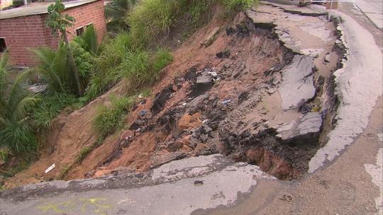 Buraco na BR-101 preocupa motoristas e moradores do Ibura