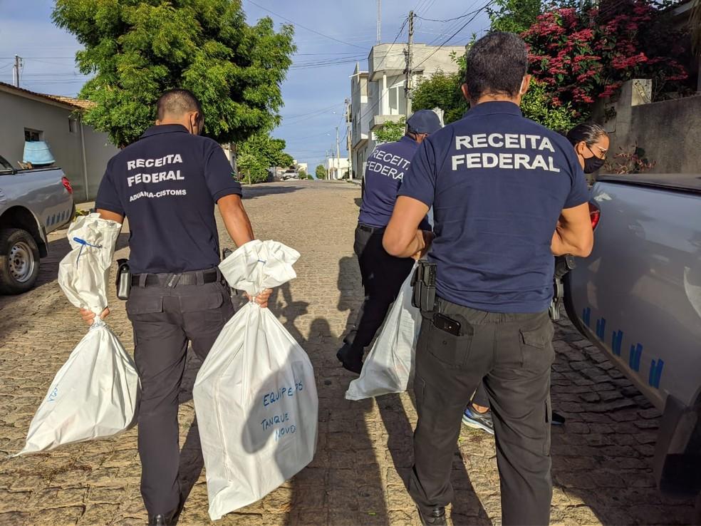 PF cumpre mandados de busca e apreensão em operação de combate a contrabando de cigarros e crimes fiscais na BA — Foto: Divulgação/Receita Federal