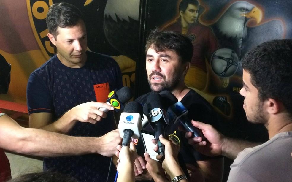 Luizinho Lopes comemora conquista do acesso inédito com o Globo FC (Foto: Augusto Gomes/GloboEsporte.com)