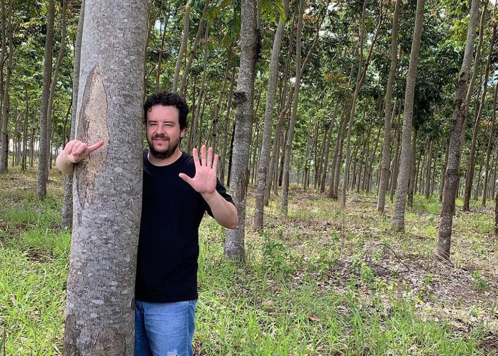 Euler Coelho, empresário e compositor de 'Chora me liga', na fazenda que comprou com os direitos autorais do sucesso sertanejo — Foto: Reprodução/Instagram