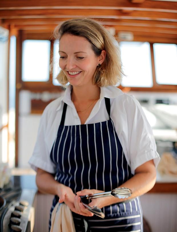 Lifestyle Paraty - A chef Gisela Schmitt em alto-mar (Foto: Rogério Voltan)