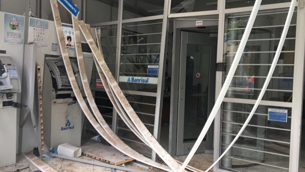 De acordo com a Polícia Civil, criminosos fugiram sem levar dinheiro (Foto: Fabiana Lemos/RBS TV)
