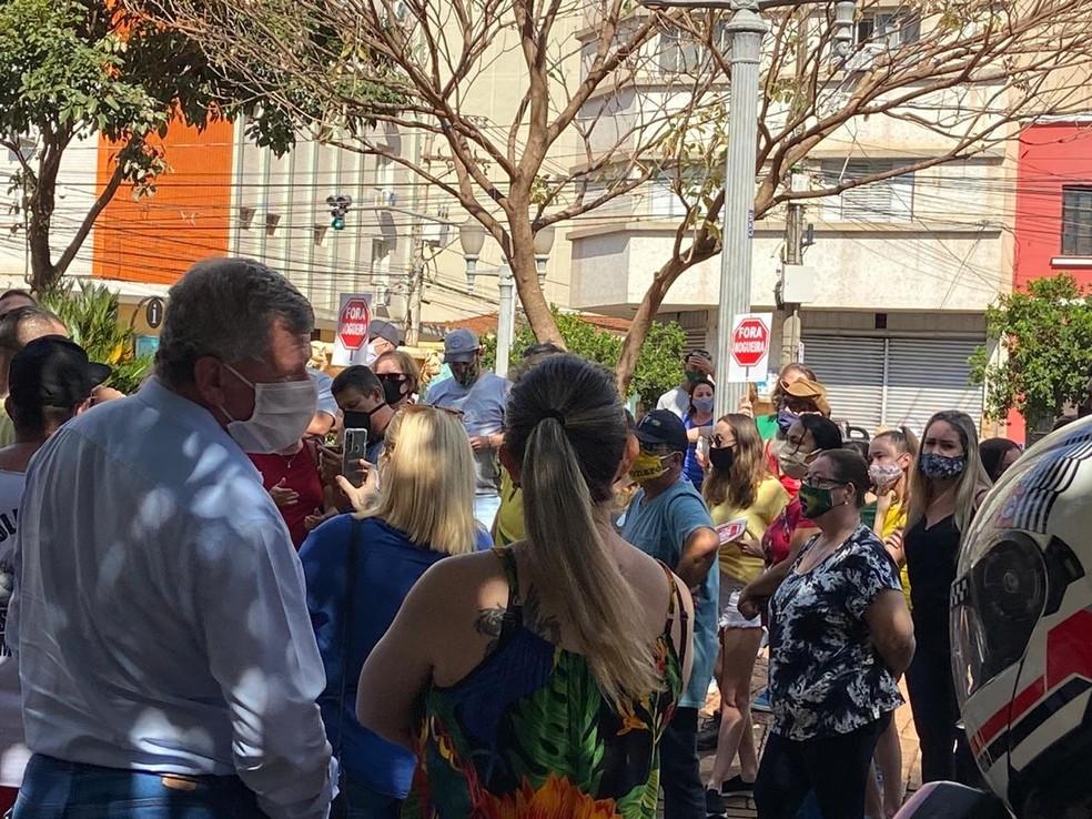Manifestantes pedem a abertura de lojas em Ribeirão Preto (SP) — Foto: CBN Ribeirão Preto