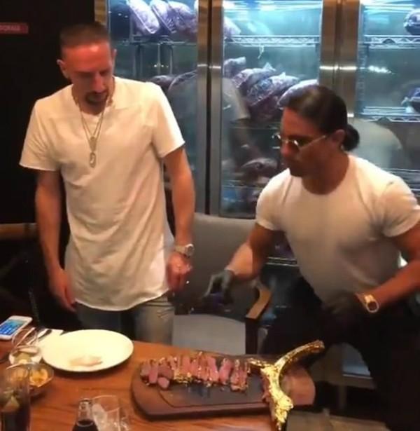 Ribery e o Chef Salt Bae (Foto: Reprodução Instagram)