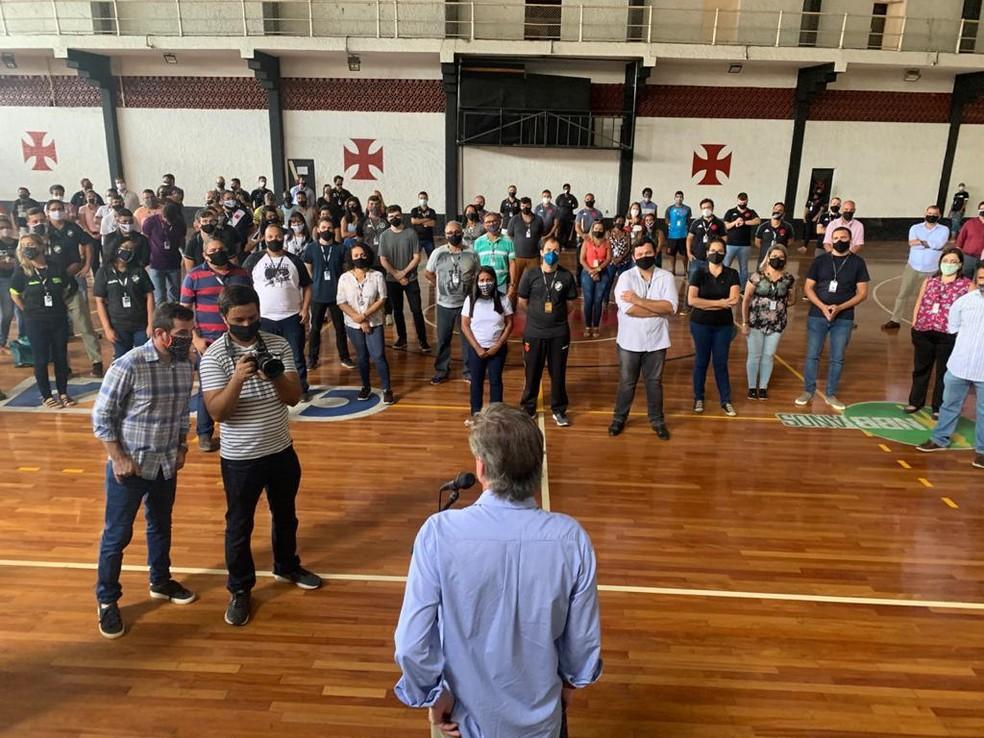 Salgado se reúne com funcionários no ginásio de São Januário — Foto: Divulgação