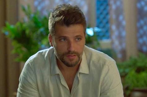 Após tomar um chá com ervas trocadas por Rivalda (Giulia Gayoso), Gabriel (Bruno Gagliasso) terá alucinações e desaparecerá da cidade (Foto: TV Globo)