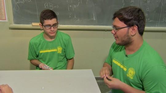 Aluno Nota 11: Aluno cria dominó para ajudar na aula de Biologia