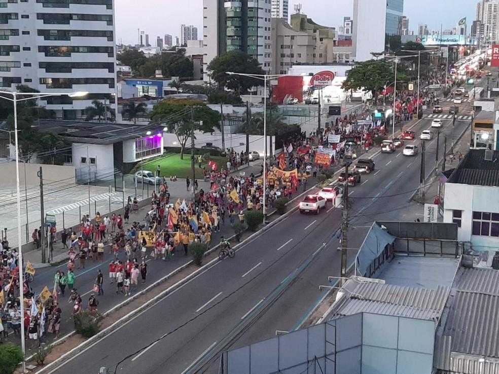 Ato tem passeata contra Jair Bolsonaro em Natal — Foto: Samuel Florêncio/Inter TV Cabugi