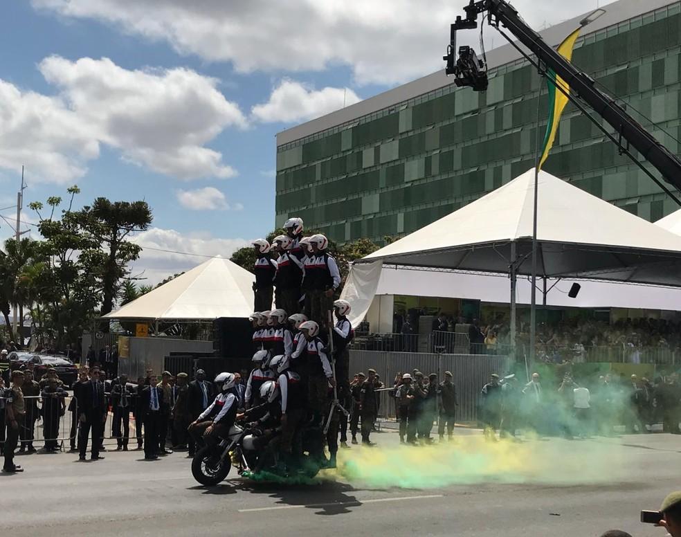 Desfile de 7 de Setembro: Pirâmide humana do Batalhão de Polícia do Exército — Foto: Afonso Ferreira/G1