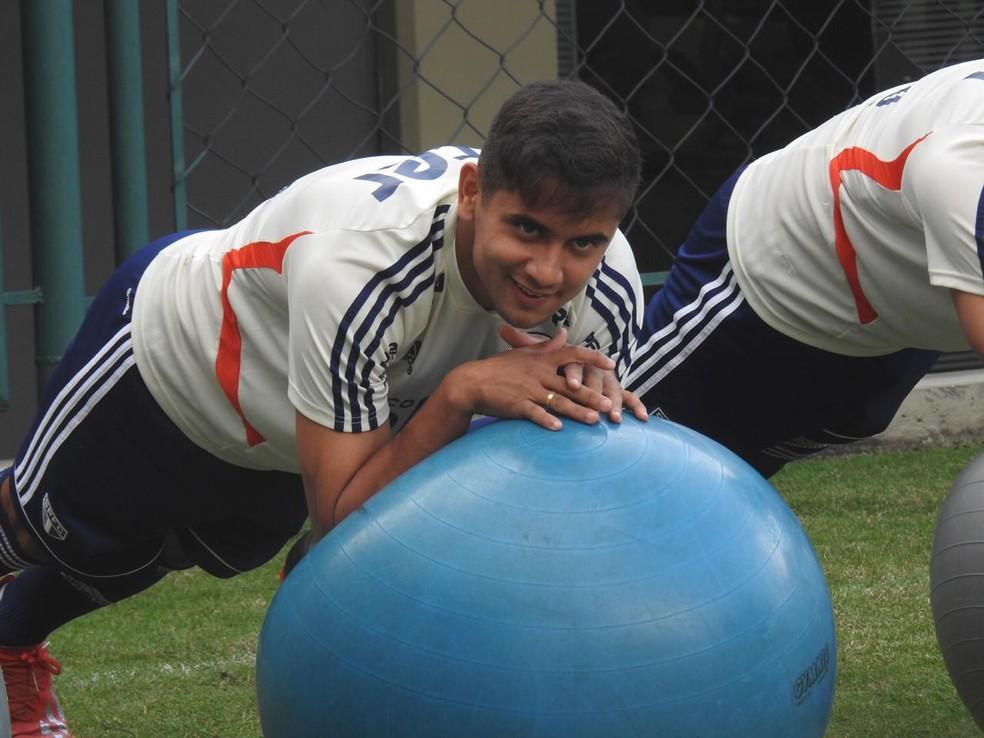 Everton Felipe treina no São Paulo — Foto: Marcelo Hazan