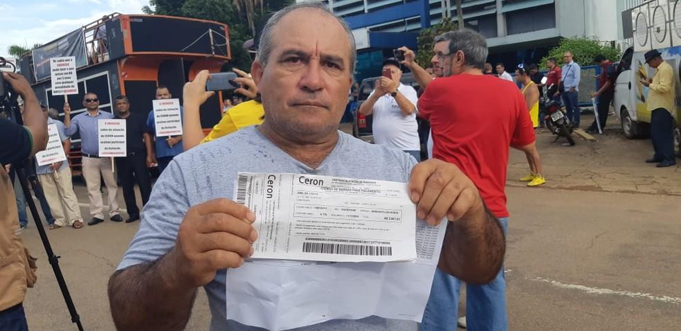 Consumidor diz que conta subiu de R$ 32 para mais de R$ 2 mil — Foto: Toni Francis/G1