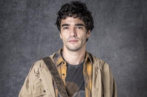 Geandro (Caio Blat) revelará para Gabriel (Bruno Gagliasso) que Egídio (Antonio Calloni) é o seu pai (Foto: TV Globo)