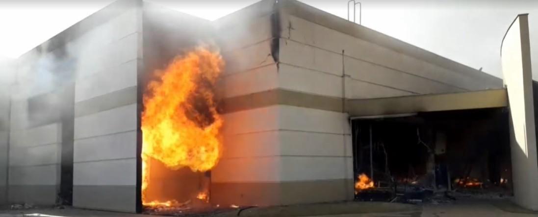 Três meses após incêndio, lojistas de shopping atacadista reabrem lojas em Maringá
